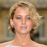 Juli 2014  Egal wann man Jennifer Lawrence sieht, jedes Mal überrascht sie mit einem neuen Look. Wie hier auf der Pariser Fashion Week.