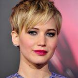 """November 2013  Noch extremer wird der Wandel erst mit einer Kurzhaarfrisur, die sich Jennifer Lawrence im Rahmen von """"Die Tribute von Panem"""" schneiden lässt."""