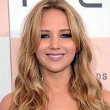 Februar 2011  Es dauert nicht lang, da wird Jennifer Lawrence auch schon wieder dunkler und zeigt sich mit honigblonden Wellen.