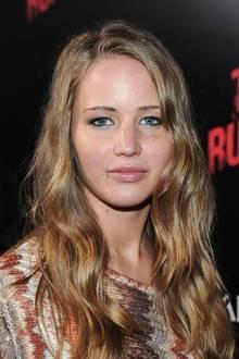 März 2010  Jennifer Lawrence bleibt ihren typischen Wellen treu. Ihre Haare verändert sie höchstens in Sachen Farbe.
