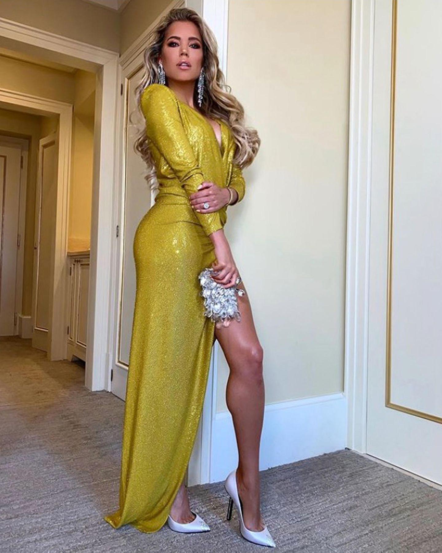 Schon am Abend vor der Hochzeit hatte Sylvie nämlich im senfgelben Glamour-Dress mittiefem Ausschnitt sicherlich für Aufsehen gesorgt.