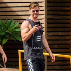 Zurück in seiner Rolle als Thor legt Chris Hemsworth wieder mächtig zu. Zu seinen Hochzeiten geht er sechs Mal die Woche zum Training und stemmt Gewichte. Das sieht man seinen Armen Anfang 2019 definitivan.