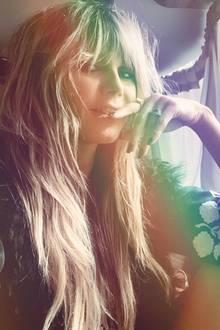 Sexy und verrucht zeigt Heidi Klum stolz ihren geradenVollpony.