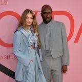 Topmodel Gigi Hadid und Virgil Abloh, der Menswear-Designer von Louis Vuitton, geben in ihren konstruierten Outfits ein stylisches Red-Carpet-Paar ab.