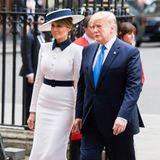 """Melania Trump sieht in ihrem schwarz-weißen Look von Dolce & Gabbana aus wie eine moderne Version von Eliza Doolitle aus """"My Fair Lady"""". Zusammen mit Ehemann Donald Trump besucht sie die Westminster Abbey in London."""
