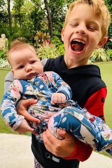 3. Juni 2019  So sieht Geschwisterliebe aus: Jessica Simpsons Sohn Ace Knute scheint mit seiner kleinen Schwester Birdie Mae sichtlich viel Spaß zu haben. Ob das auf Gegenseitigkeit beruht, ist allerdings Interpretationssache ...