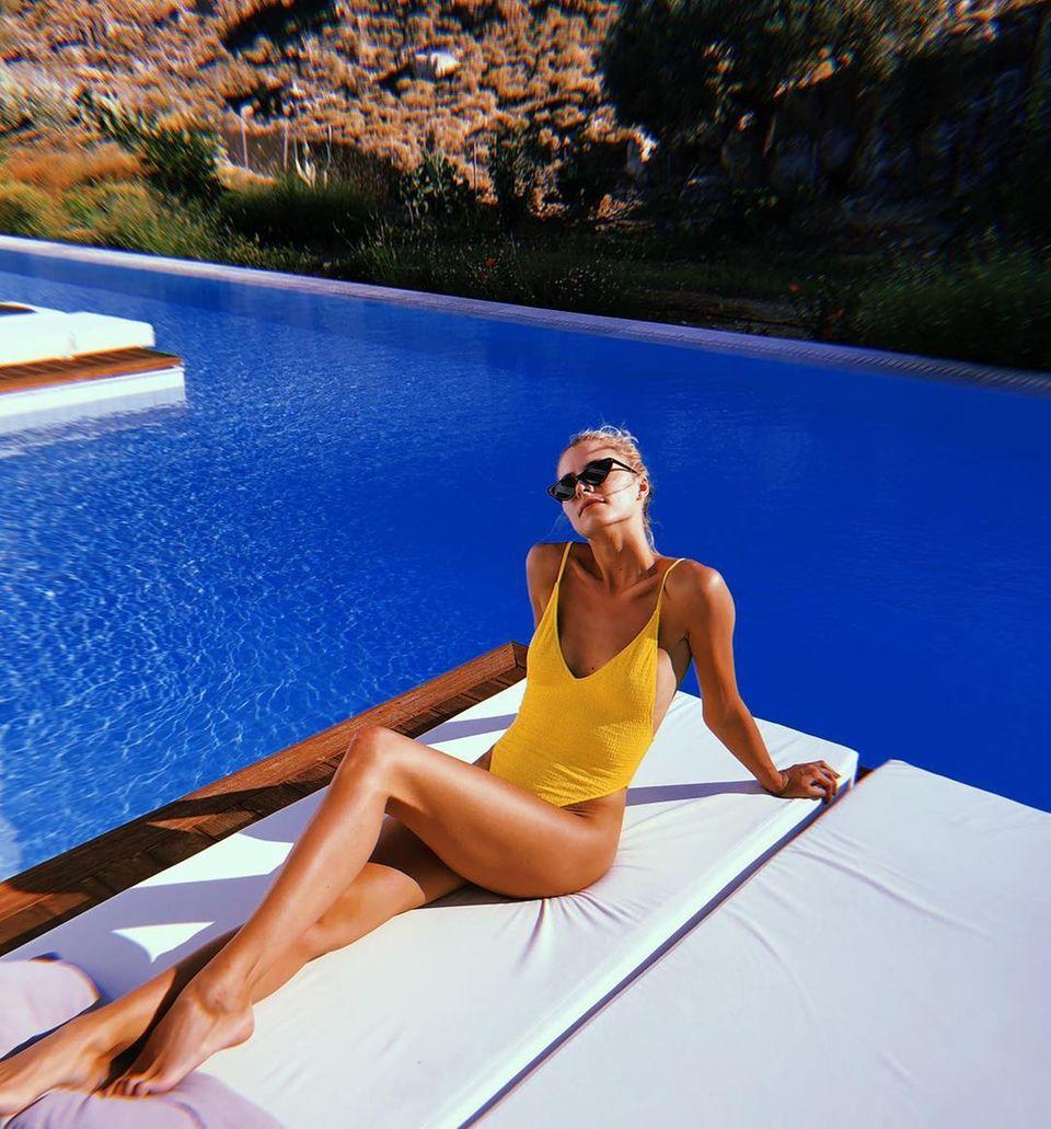 4. August 2018  Mit diesem heißen Badeanzug zieht Lena Gercke auf Rhodes garantiert alle Blicke auf sich.