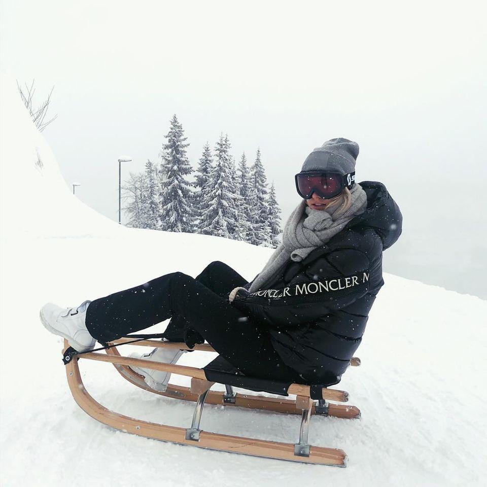 5. Januar 2019  Auch bei winterlichen Temperaturen macht Lena Gercke auf einem Schlitten eine fantastische Figur.