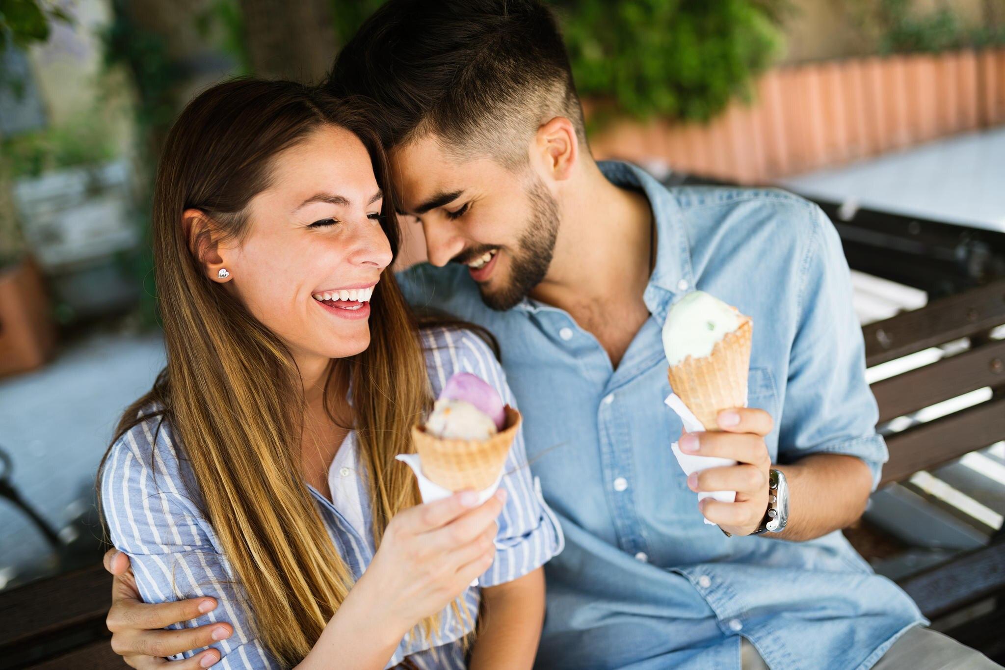 Ob noch in der Kennenlernphase oder in einer festen Partnerschaft:Der Sommer ist die ideale Zeit für schöne Dates.