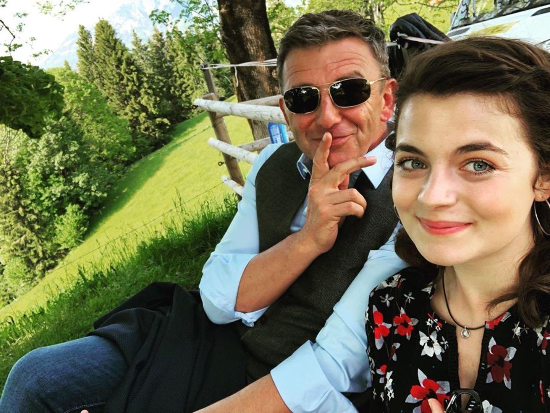 """Die Dreharbeiten für die 13. Staffel der beliebten ZDF-Serie """"Der Bergdoktor"""" haben begonnen. Die Darsteller Hans Sigl und Ronja Forcher freuen sich auf viele spannende Abenteuer."""
