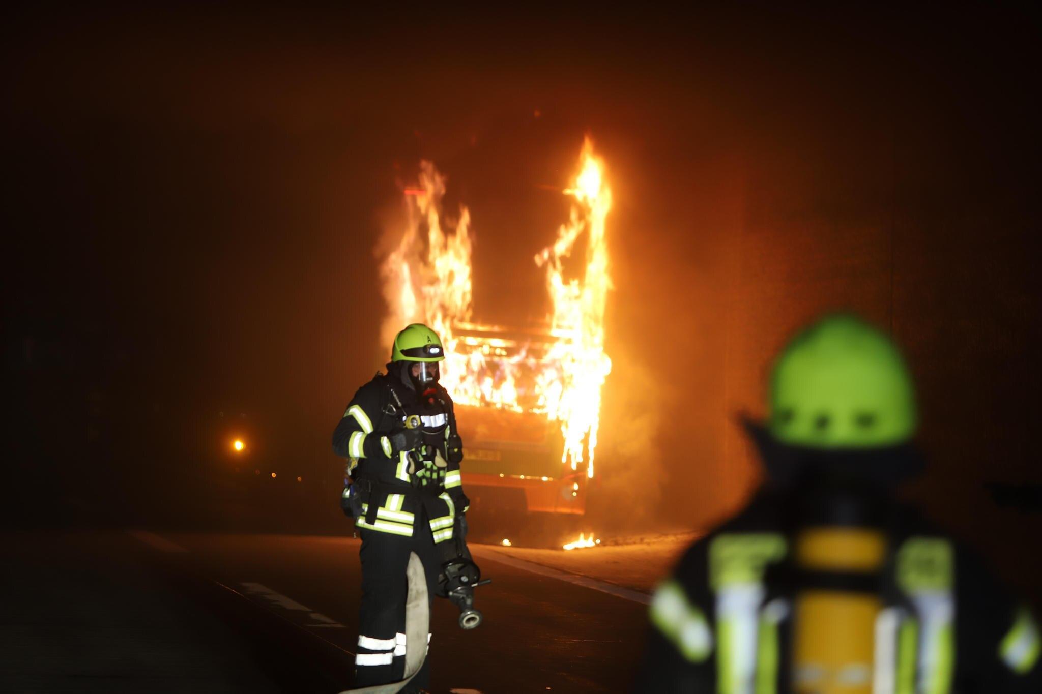 Auf dem Weg nach Hamburg geriet ein FlixBus in Brand.