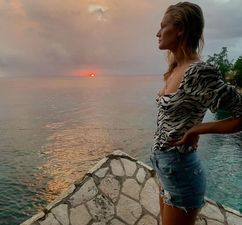 6. Juni 2019  Letzter Sonnenuntergang vor der Abreise: Toni Garrn ist traurig, dass der Urlaub in Jamaika schon vorbei ist.