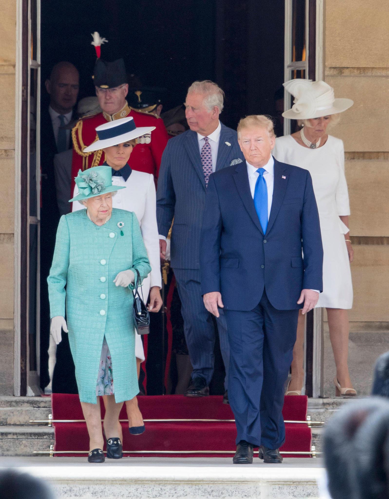 Queen Elizabeth, Donald Trump (vorne), Melania Trump, Prinz Charles, Herzogin Camilla (hinten)