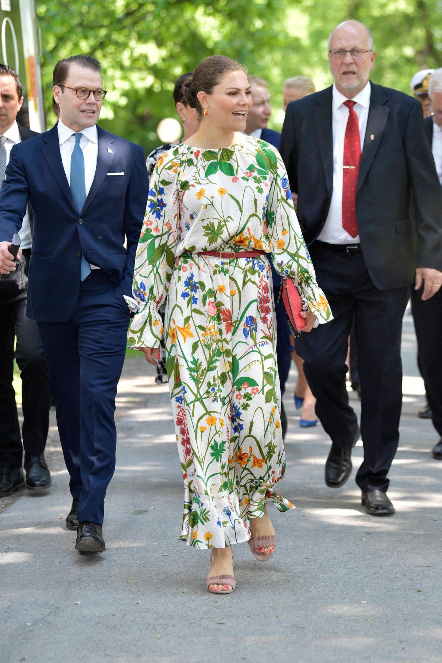 Prinz Daniel und Prinzessin Victoria kommen zu den Feierlichkeiten in den Hagapark.