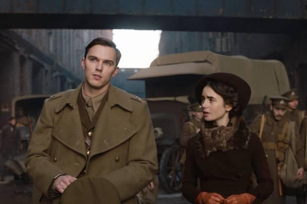 Nicholas Hoult und Lily Collins in Tolkien
