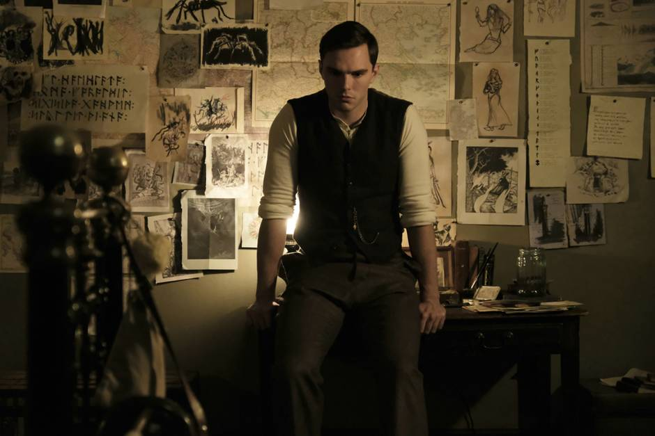 "Nicholas Hoult als J.J.R. Tolkien in ""Tolkien"""