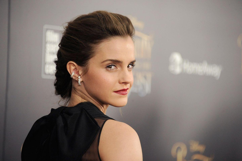 Was festliche Frisuren angeht,hat Emma Watson buchstäblich den Dreh raus.
