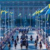 Mit der Kutsche geht's für die Königsfamilie in einer feierlichen Zeremonie nach Skansen.