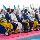 Die schwedische Königsfamilie nimmt in der ersten Reihe Platz.