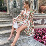 """Ann-Kathrin Götze genießt aktuell """"La Dolce Vita"""" in Italien. Natürlich sind ihre Looks stets perfekt kombiniert, ihre Kleider wunderschön - doch ganz offensichtlich scheint auch das Model vor einem Urlaub ganz genau zu planen, welche Kleidungsstücke sie doppelt """"verwerten"""" kann ..."""