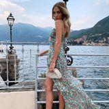 Denn egal zu welchem Sommerkleid - Ann-Kathrin kombiniert stets ihre helle Bottega Veneta Clutch und beigefarbene, filigrane Sandaletten. Solche Klassiker lassen sich eben immer ganz wunderbar kombinieren und sparen auch einiges an Platz im Koffer.