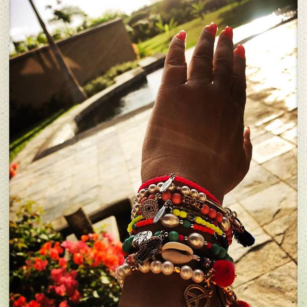 Es ist allseits bekannt, dass man Selfies am besten nie von unten machen sollte - dieses ungeschriebene Gesetz gilt wohl auch bei Fotos von den Händen: Natascha Ochsenknecht überrascht auf Instagram mit einem Schnappschuss, auf dem ihre Hand unnatürlich groß aussieht.
