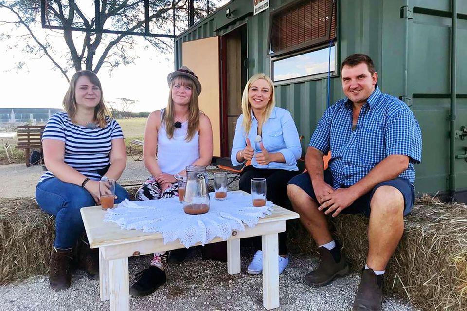 Stefan aus Namibia, Larissa (l.), Svenja, Justine (2.v.r.)