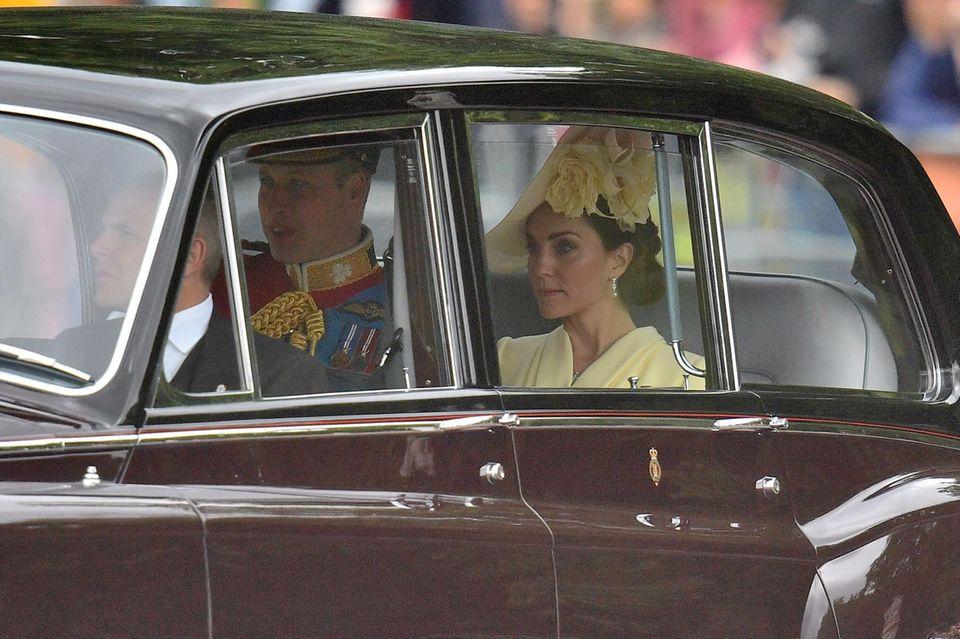 """Prinz William und Herzogin Catherine auf dem Weg zu """"Trooping the Colour""""."""