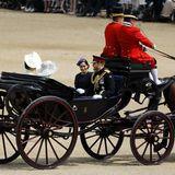 Herzogin Catherine, Herzogin Camila, Herzogin Meghan und Prinz Harry fahren gemeinsam in der Kutsche.