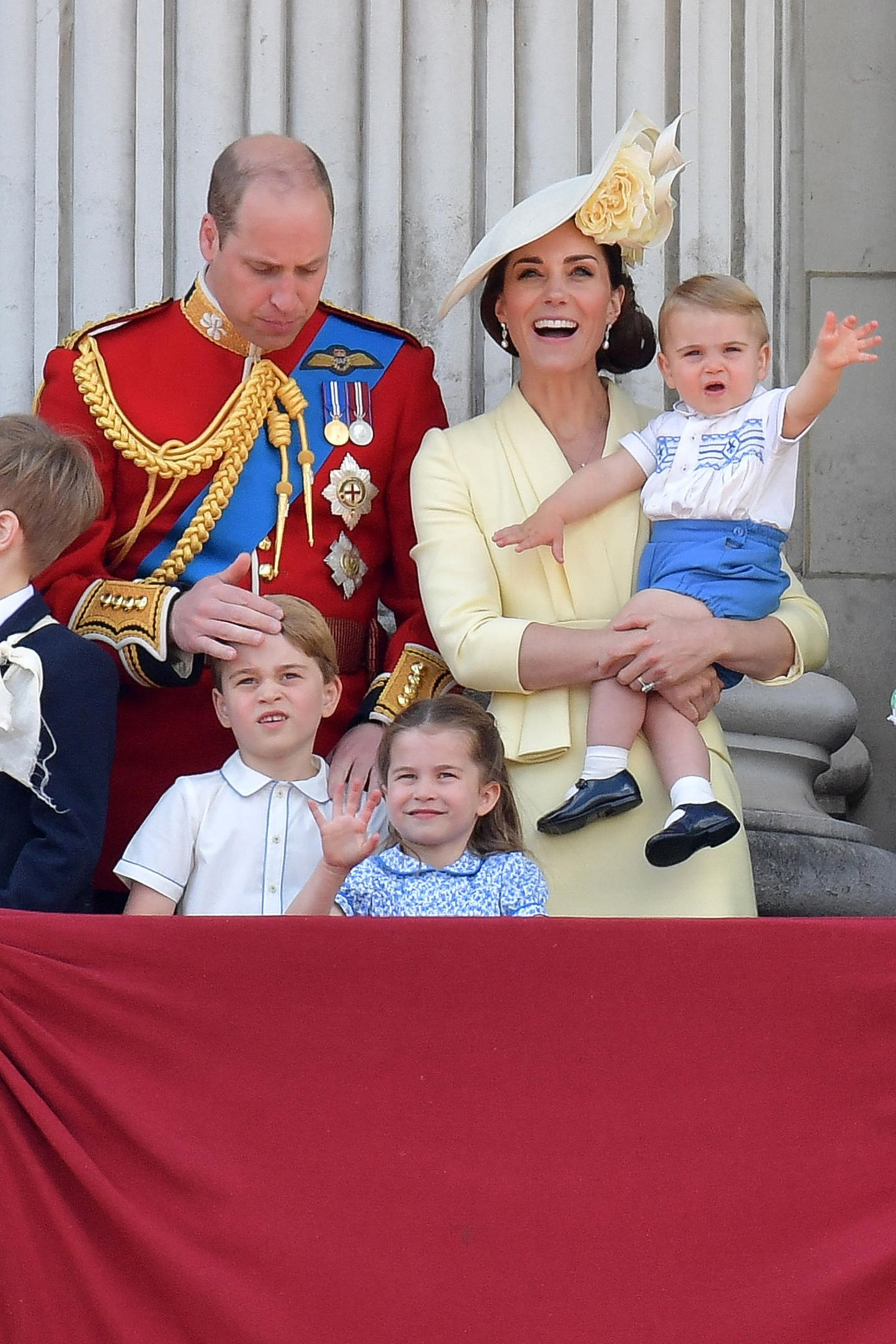 Im Gegensatz zu seinem jüngerem Bruder scheint Prinz George nicht allzu angetan zu sein vom ganzen Trubel.