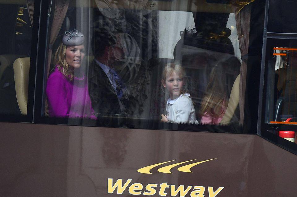Autumn und Peter Phillips nehmen mit ihren Töchtern ebenfalls an der Parade teil.