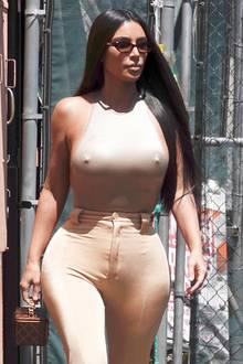 Von einem Mode-Malheur kann man hier wohl nicht mehr sprechen. Dieses Nippelgate scheint Reality-Star Kim Kardashian offensichtlich bewusst gewählt zu haben.