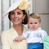 Eine süße Schnute ziehen kann der kleine Prinz auf jeden Fall schon.