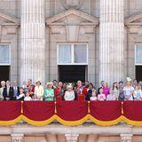 Auf dem großen Balkon im Buckingham Palast ist Platz für die ganze Familie!