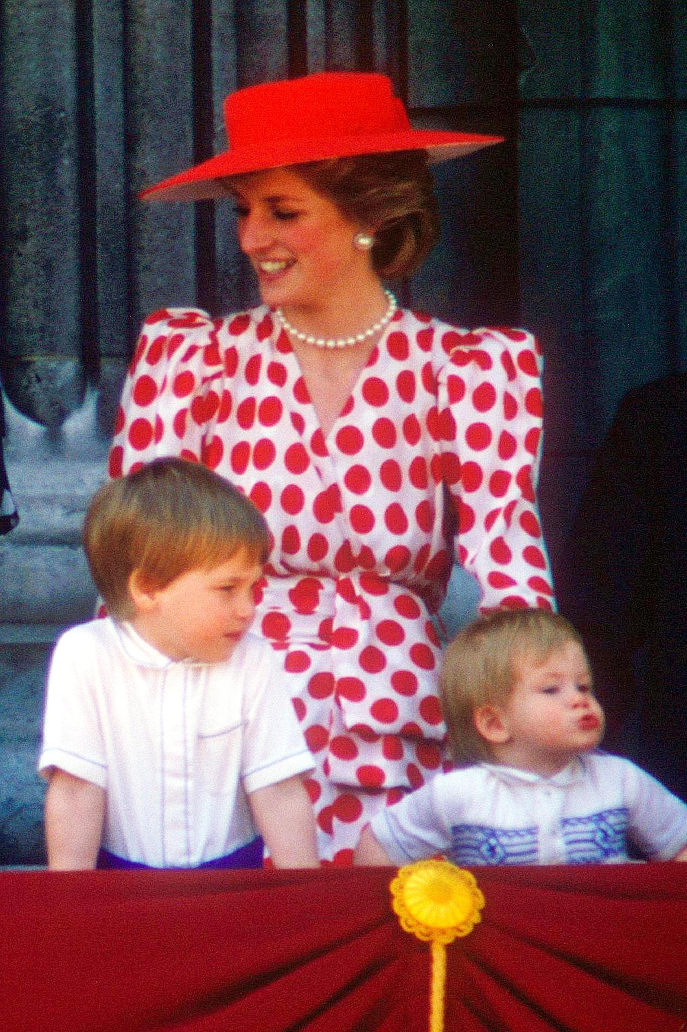 """Lady Diana, Prinz William und Prinz Harry bei """"Trooping the Colour"""" im Jahr 1986"""