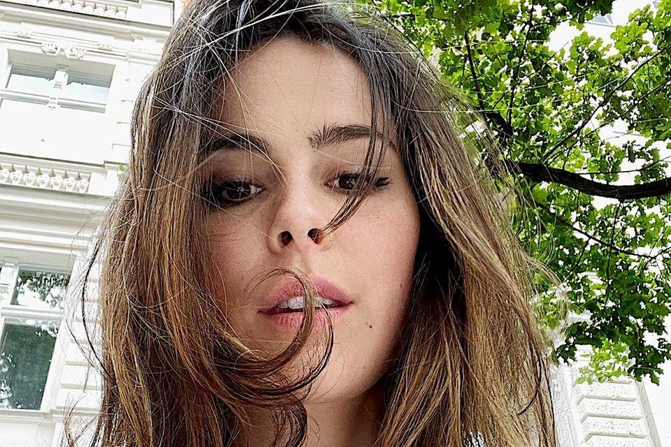 Kaum ist die Sonne draußen, schmücken niedliche Sommersprossen auch das schöne Gesicht von Lena Meyer-Landrut.