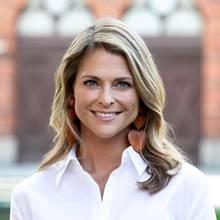 10. Juni 2019  Grattis! Mit diesem schönen Porträt, aufgenommen im Königlichen Hofstall, gratuliert das schwedische Königshaus seiner Prinzessin Madeleine zum Geburtstag. Die Jüngste der drei Kinder von König Carl Gustaf und Königin Silvia wird heute 37 Jahre alt.