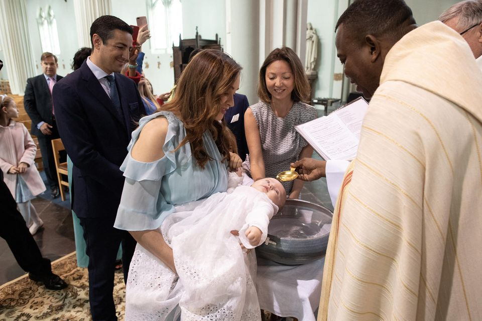 Edouard undIsabella de Ligne de la Trémoille: Ihr kleiner PrinzAntoine Tau Edouard Adrien wurde getauft.