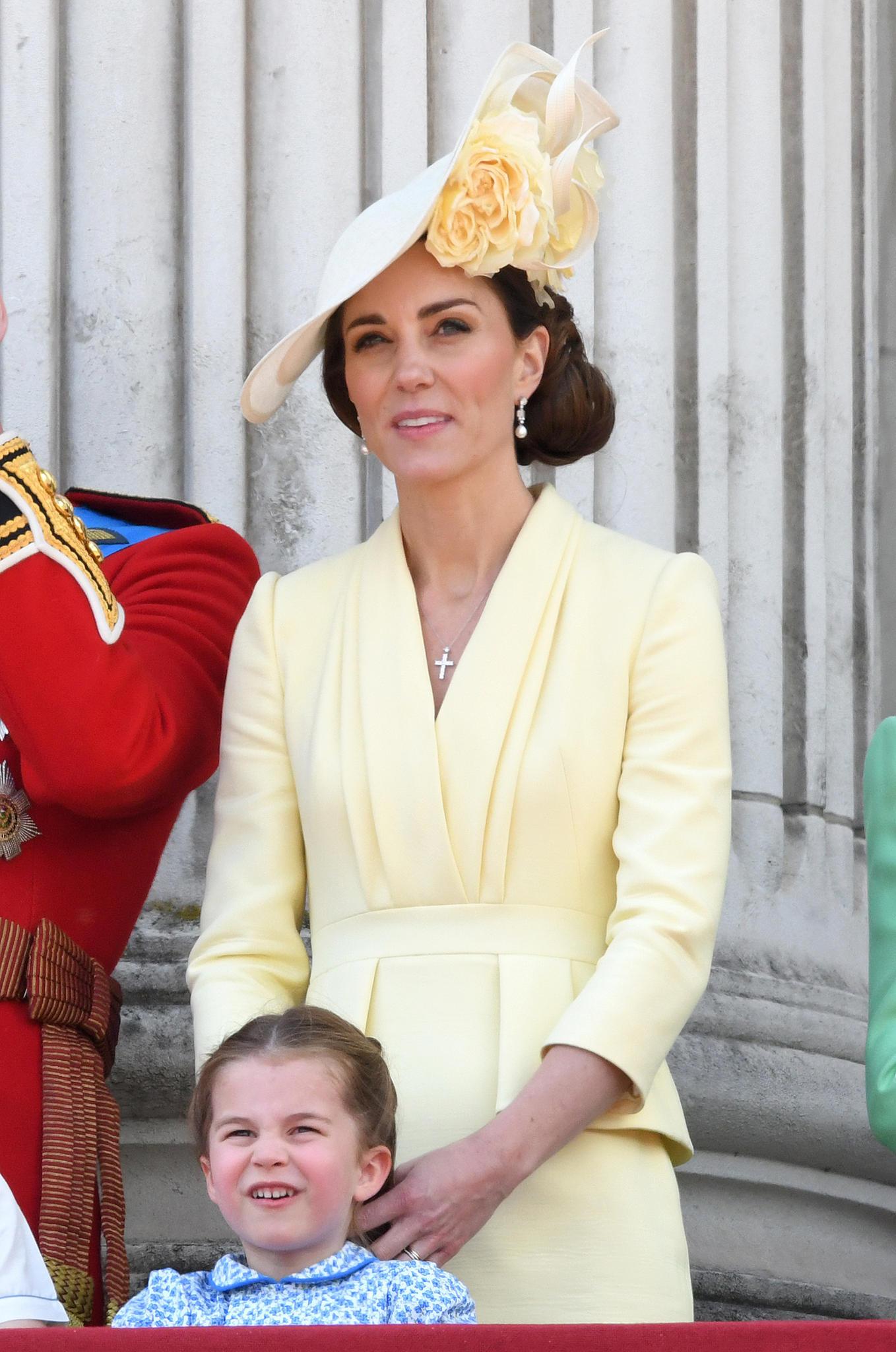 Prinzessin Charlotte Zwei Verschiedene Frisuren Bei Trooping The