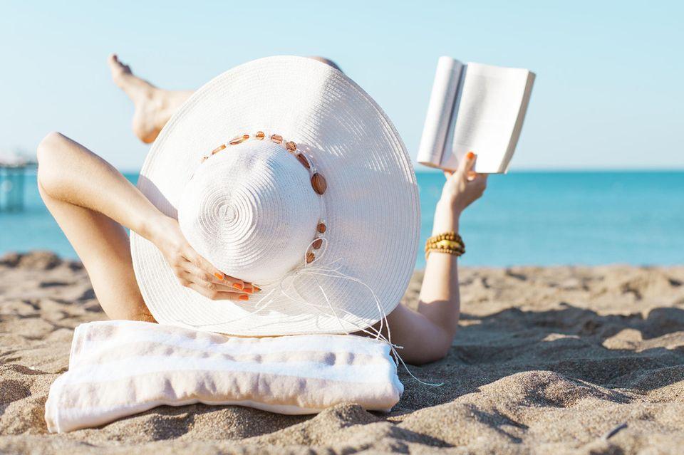 Urlaubslektüre genießen Sie am besten am Strand.