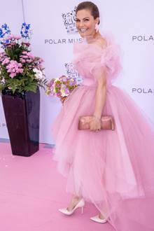Wow! So haben wir Prinzessin Victoria noch nicht gesehen.In diesem pinkfarbenen Tüll-Traum besucht die schwedische Kronprinzessinden Polar Preisund beweist damit, dass ihr einfach alles steht!