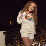 Die Pop-Diva befindet sich offenbar in Paris: Im Hintergrund leuchtet der Eiffelturm.