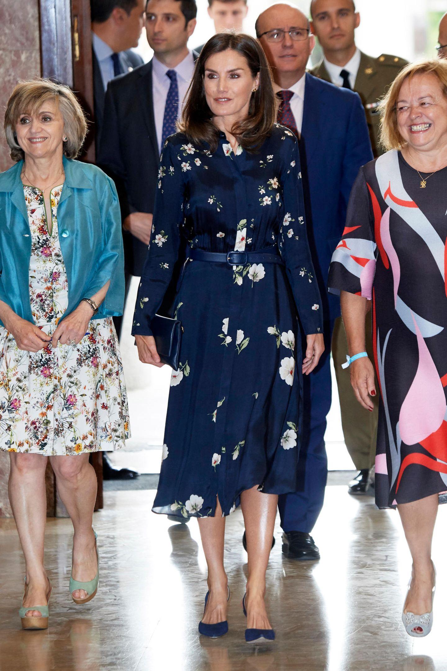 Konigin Letizia Ihre Schonsten Kleider In Bildern Gala De