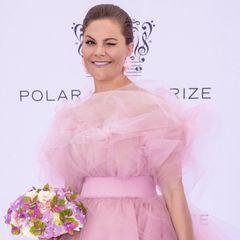 Die schwedische Kronprinzessin hat sich für einen rosa Traum aus Tüll entschieden.