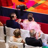 Prinz Daniel und Prinzessin Victoria nehmen in der ersten Reihe Platz.