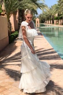 Lady Kitty Spencer mutet in ihrem zarten Maxikleid von Dolce & Gabbana an wie ein Engel. Die attraktive Blondine stylt zum eleganten Dress den Luxusschmuck von Bulgari - übrigens beides Firmen, für die Kitty professionell modelt.