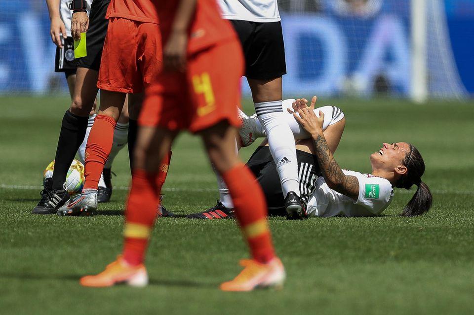 Im Spiel gegen China verletzte sich Dzsenifer Marozsán am Zeh.
