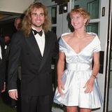 Schon 1992 hätte die Romanzebeginnen können: Andre Agassi und Steffi Graf posieren zusammen für den Ball der Wimbledon-Gewinner. Der Rebell aus den USA ist schon damals ein Bewunderer der deutschen Ausnahmespielerin. Doch es dauert noch sieben Jahre, bis es zwischen den beiden Tennisstars funkt.