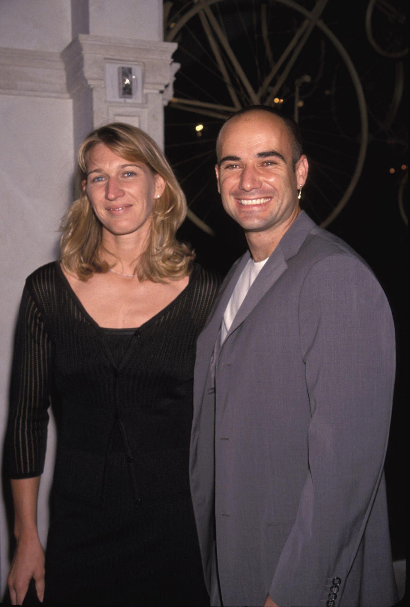 Im Oktober 2001, nur vier Tage vor der Geburt ihres ersten Kindes, heiraten die beiden.