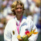 1984 siegt die erst 15-Jährige im Dameneinzel bei den Olympischen Spielen in Los Angeles als jüngste Teilnehmerin des Feldes.